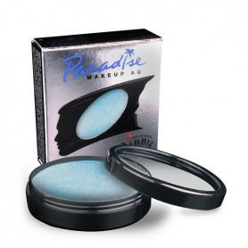 Maquillaje artístico azul claro metalizado.